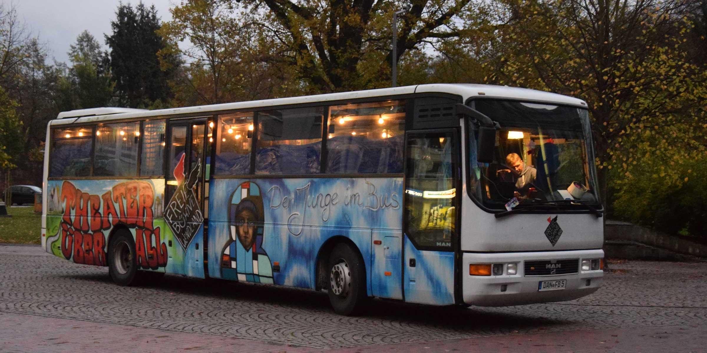 uel_junge_im_bus0351kl
